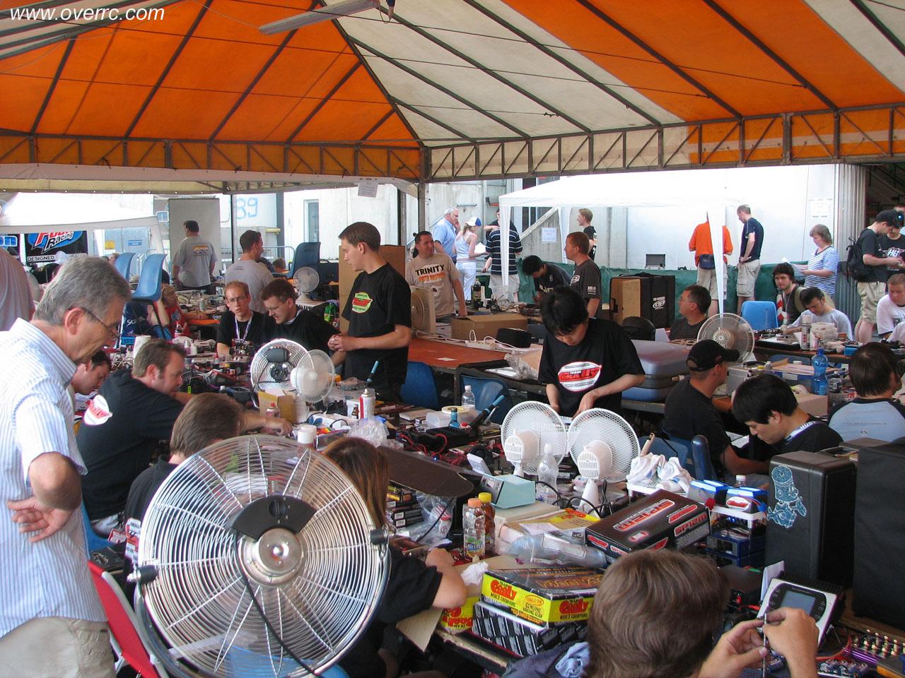 Championnat du monde piste 1 12 lectrique 2006 for Table exterieur mcdo
