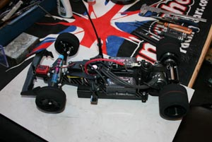 Un prototype Pro10 200mm sur base de Corally F1.